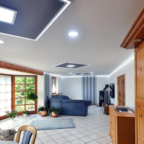 Wohnzimmerdecke mit Innenfelder und LED-Line